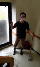 作業を終えた長靴姿の福永先生